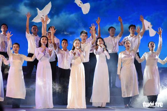 Nhà hát Thành phố âm vang Khát vọng ngời sáng tương lai - Ảnh 8.