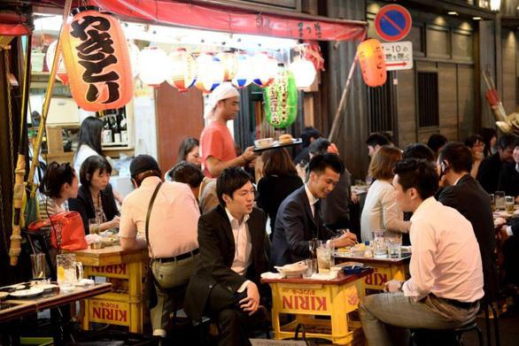 Giám đốc ngân hàng Nhật kêu gọi ngừng nhậu với sếp sau giờ làm - Ảnh 1.