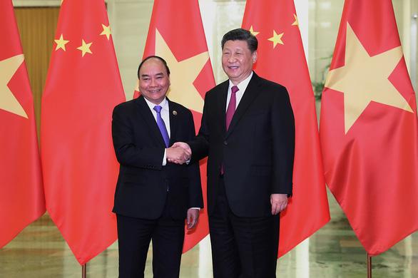 Thủ tướng Nguyễn Xuân Phúc hội kiến chủ tịch Tập Cận Bình: Đánh giá cao hợp tác giữa hai bên - Ảnh 1.