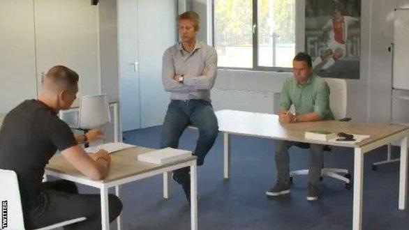 Thủ môn Scherpen bị chép phạt viết 1.000 lần dòng chữ: Ajax là CLB đẹp nhất ở Hà Lan - Ảnh 2.