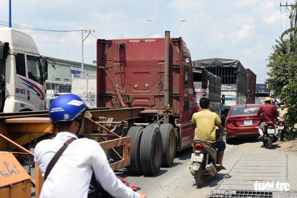 Kẹt xe liên tục dịp lễ đoạn từ TP.HCM qua Đồng Nai vì sửa chữa cầu - Ảnh 5.