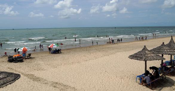 Biển Vũng Tàu sạch sẽ trong ngày đầu kỳ nghỉ lễ - Ảnh 1.