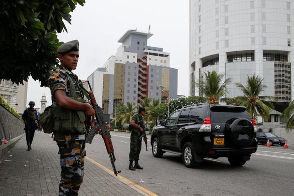 Nghi can khủng bố Sri Lanka kích nổ bom khiến 15 người chết - Ảnh 1.
