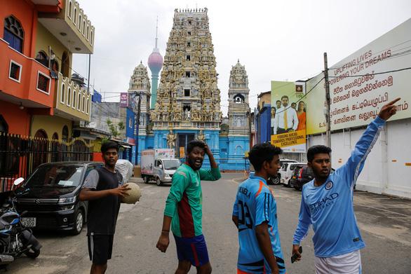 Nghi can khủng bố Sri Lanka kích nổ bom khiến 15 người chết - Ảnh 2.