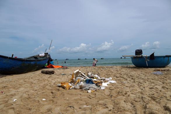 Bãi tắm bỏ hoang ở Bà Rịa - Vũng Tàu đầy rác - Ảnh 4.