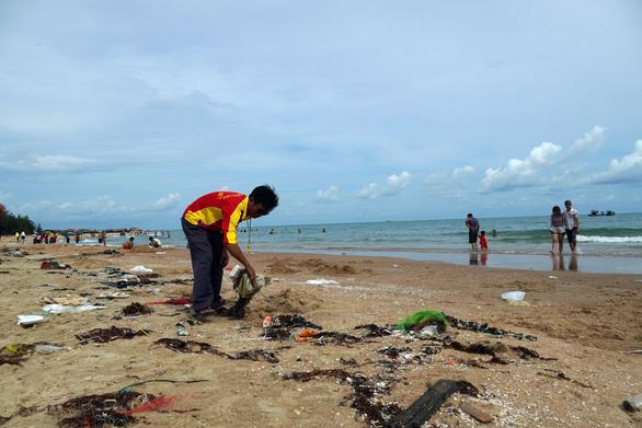 Bãi tắm bỏ hoang ở Bà Rịa - Vũng Tàu đầy rác - Ảnh 5.