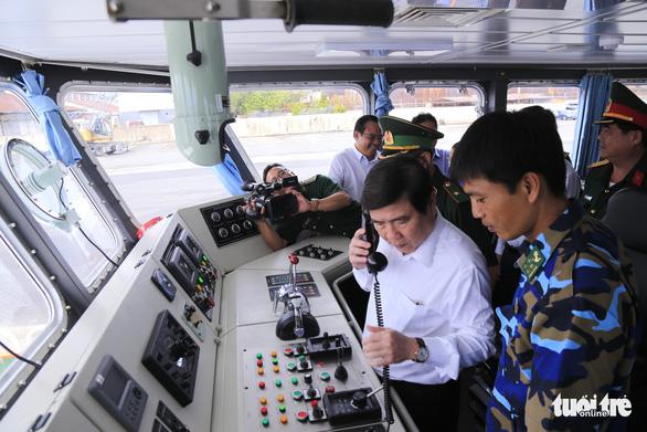 Bàn giao 2 tàu tuần tra, 10 canô cao tốc cho Bộ đội biên phòng TP.HCM - Ảnh 1.