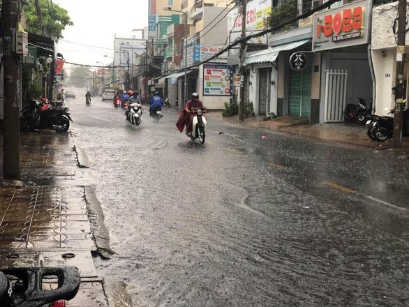 Cần Thơ có mưa lớn giải nhiệt ngày nghỉ lễ - Ảnh 1.