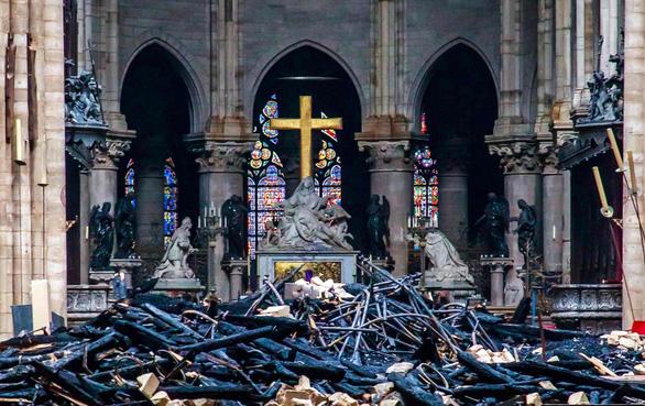 Phép lạ nhỏ giúp phục dựng nhà thờ Đức Bà Paris như nguyên bản - Ảnh 2.