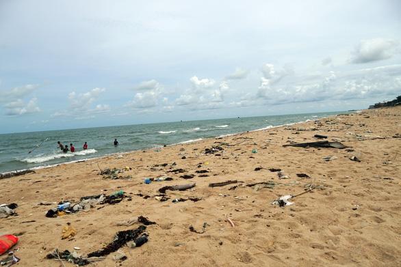 Bãi tắm bỏ hoang ở Bà Rịa - Vũng Tàu đầy rác - Ảnh 2.