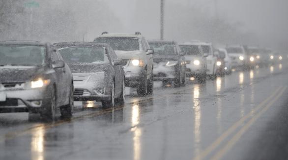 Bão tuyết đổ bộ bắc Mỹ, hơn 580 chuyến bay bị hủy - Ảnh 3.