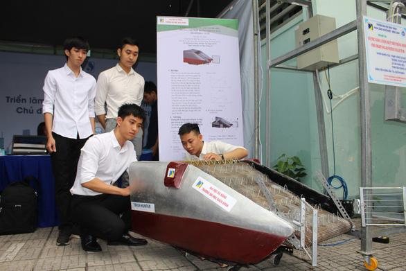 Sinh viên sáng chế phương tiện gom rác thủy bộ - Ảnh 1.