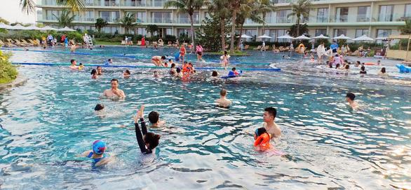FLC Hotels & Resorts đón hàng ngàn lượt khách ngày đầu nghỉ lễ - Ảnh 2.