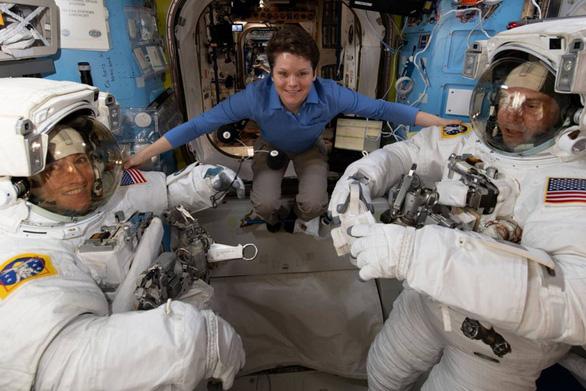 Nữ phi hành gia đầu tiên hoạt động trên ISS trong 330 ngày - Ảnh 1.