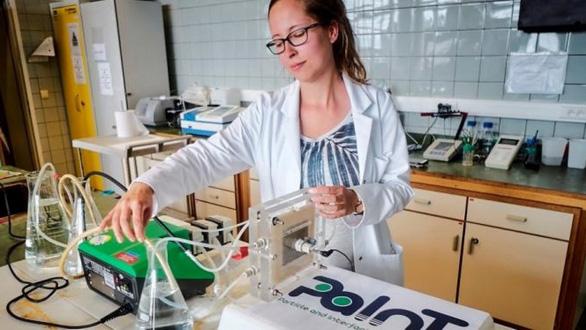 Thiếu nước, khoa học chạy đua lọc nước biển thành nước ngọt - Ảnh 1.