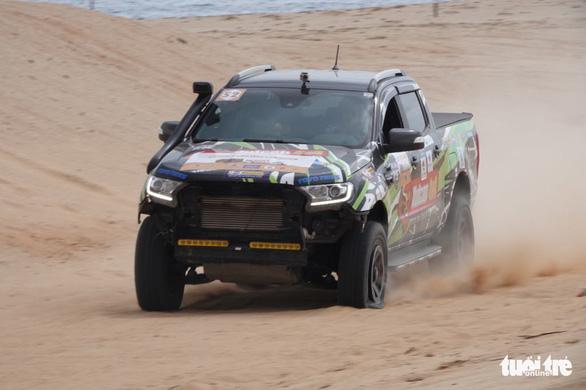 33 xe địa hình so tài trên hoang mạc Mũi Dinh - Ảnh 2.