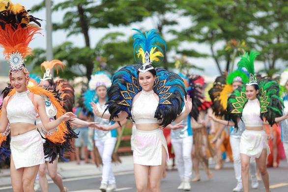Vũ điệu đường phố nóng bỏng khuấy động Carnaval Hạ Long 2019 - Ảnh 1.