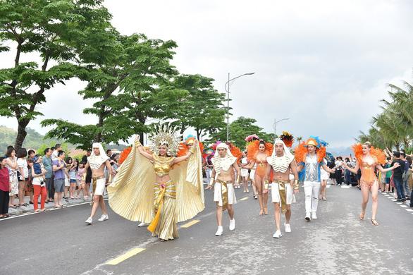 Vũ điệu đường phố nóng bỏng khuấy động Carnaval Hạ Long 2019 - Ảnh 2.