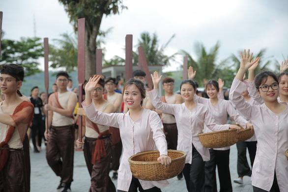 Vũ điệu đường phố nóng bỏng khuấy động Carnaval Hạ Long 2019 - Ảnh 3.