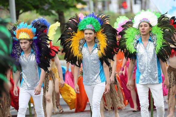 Vũ điệu đường phố nóng bỏng khuấy động Carnaval Hạ Long 2019 - Ảnh 6.