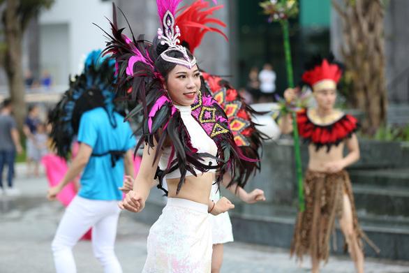 Vũ điệu đường phố nóng bỏng khuấy động Carnaval Hạ Long 2019 - Ảnh 7.