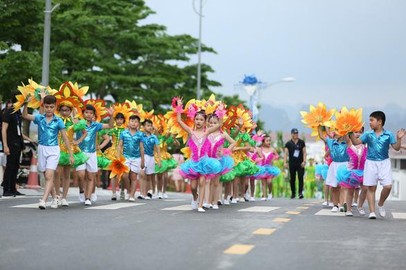 Vũ điệu đường phố nóng bỏng khuấy động Carnaval Hạ Long 2019 - Ảnh 10.