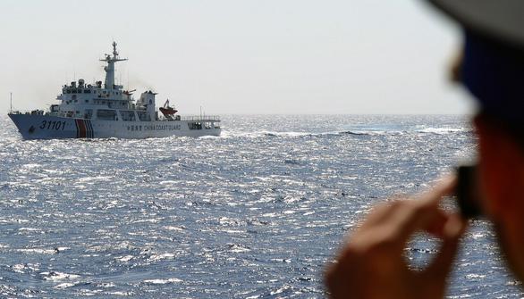 Mỹ cảnh báo sẽ hành xử với tàu dân sự Trung Quốc như tàu quân sự - Ảnh 1.