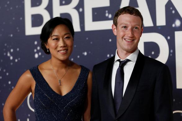 Ông chủ Facebook phát minh hộp ngủ giúp vợ ngủ ngon hơn - Ảnh 2.