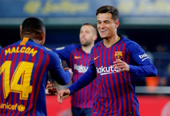 Messi đá phạt đẳng cấp, giải cứu Barcelona ở phút bù giờ - Ảnh 1.