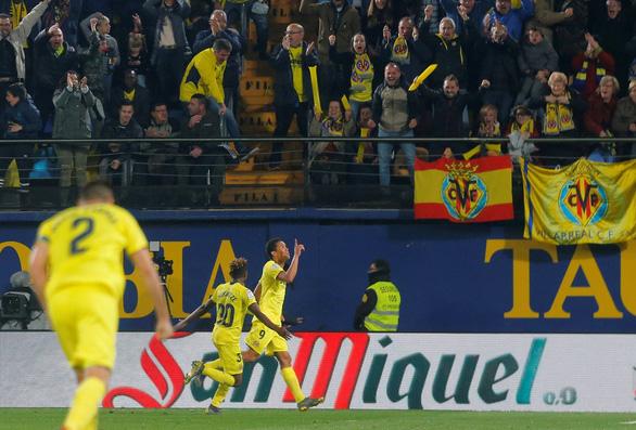 Messi đá phạt đẳng cấp, giải cứu Barcelona ở phút bù giờ - Ảnh 2.
