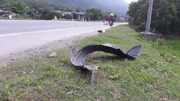 Va chạm giữa xe máy và ôtô do chiến sĩ biên phòng lái, 2 người chết - Ảnh 1.