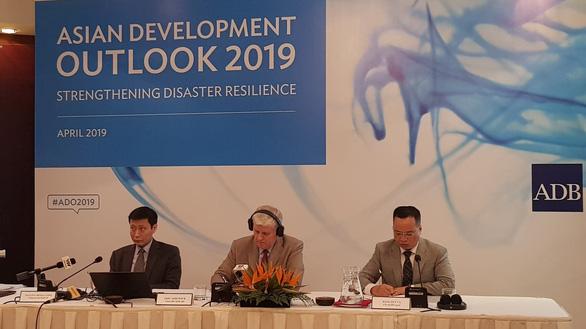 ADB khuyến cáo Việt Nam cần cải thiện môi trường kinh doanh - Ảnh 1.