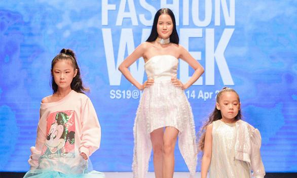 Nhà thiết kế nổi danh Hàn Quốc đến Tuần lễ Thời trang Quốc tế Việt Nam - Ảnh 1.