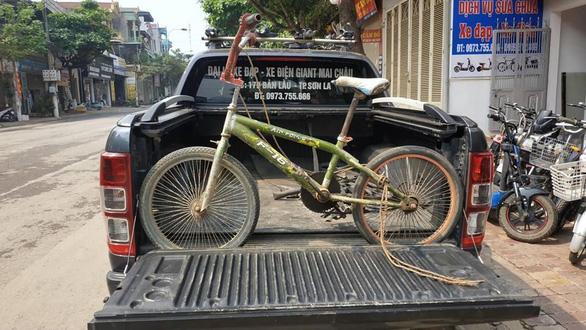 Đấu giá chiếc xe đạp của cậu bé đạp 103 km thăm em được 103 triệu đồng - Ảnh 3.