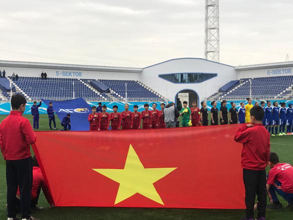 HLV tuyển nữ Uzbekistan: Tuyển nữ Việt Nam tuy nhỏ bé nhưng khéo léo - Ảnh 1.