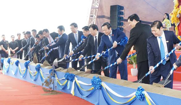 Khởi công xây tuyến cao tốc Vân Đồn - Móng Cái 11.000 tỉ - Ảnh 1.