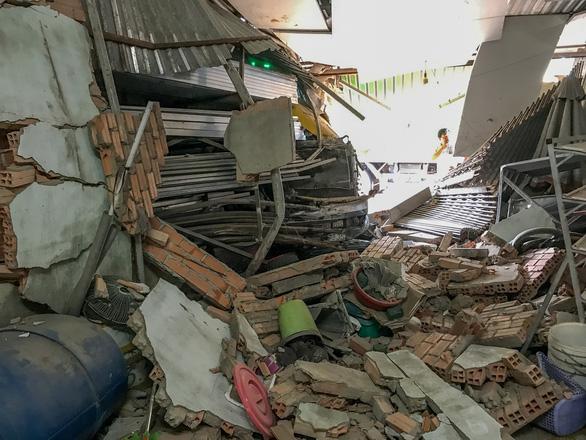 Xe container tông sập nhà dân lúc rạng sáng - Ảnh 3.
