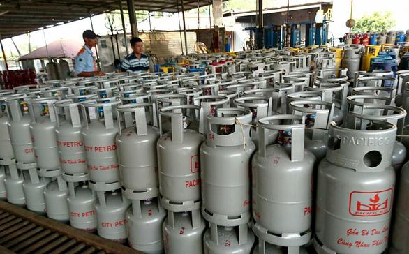 Giá gas tăng lần thứ 5 liên tiếp, thêm 2.000 đồng/bình 12kg - Ảnh 1.