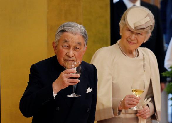 Nhật hoàng phụng sự tận tâm, được dân thương tận lòng - Ảnh 1.