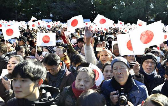 Lừa đảo ép bán cờ dịp Nhật hoàng thoái vị - Ảnh 1.