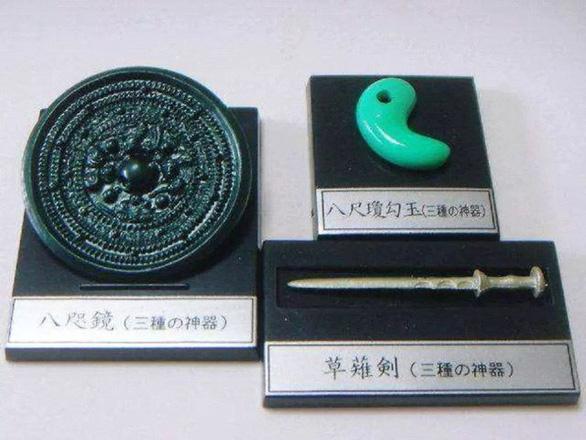 Bí ẩn bao trùm 3 báu vật thiêng của Hoàng gia Nhật - Ảnh 2.