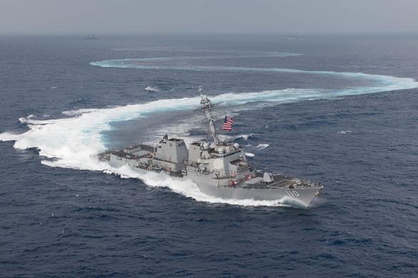 Tàu chiến Mỹ bất ngờ qua lại dày đặc ở eo biển Đài Loan - Ảnh 1.