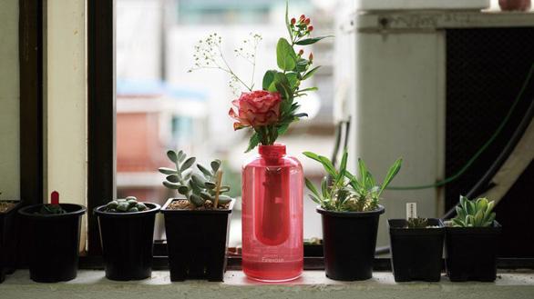 Bình hoa có thể chữa cháy trong tích tắc - Ảnh 2.