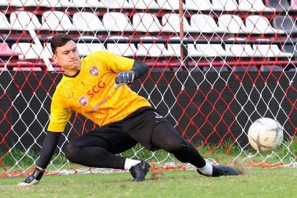 Văn Lâm ba lần bị đánh bại, Muangthong Utd thua trận thứ 2 liên tiếp - Ảnh 1.