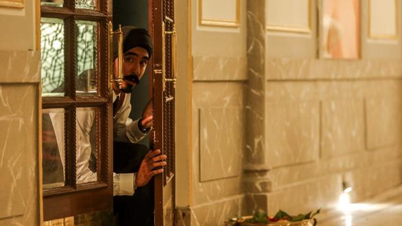 Chân thực một thảm kịch Hotel Mumbai - Ảnh 1.