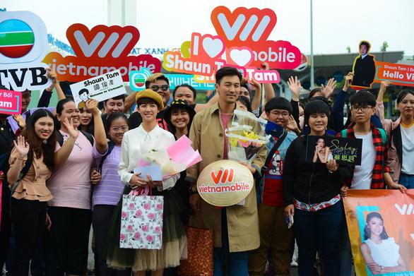 Bao Thanh Thiên trẻ thích thú với nón lá Việt Nam - Ảnh 3.