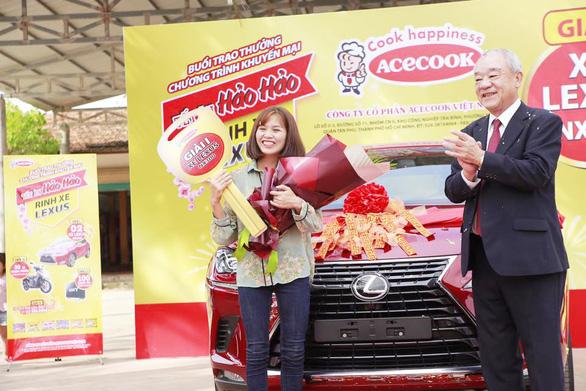 Ăn mì tôm, hai người dân Nghệ An rinh xe Lexus - Ảnh 1.