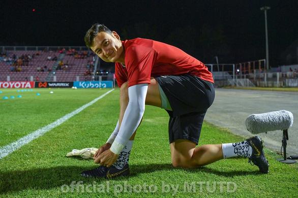 Muangthong United thua thảm, Văn Lâm vẫn được điểm cao - Ảnh 1.