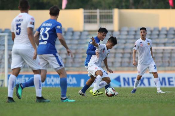Vòng 4 V-League 2019: Mạc Hồng Quân ghi bàn giúp Quảng Ninh đá bại Quảng Nam - Ảnh 2.