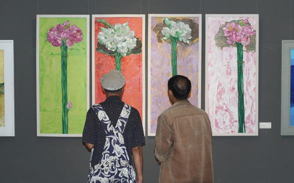 Xuân đáo bách hoa khai trên tranh của 10 họa sĩ Hà Nội - Ảnh 3.